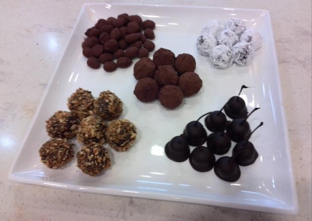 チョコレート①(アマンドショコラ、カルバドス、キュラソー 、スリーズ・ア・ロリカール)